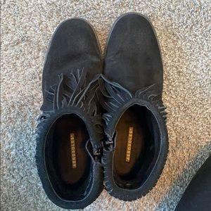 Black aerosols fringe flat booties